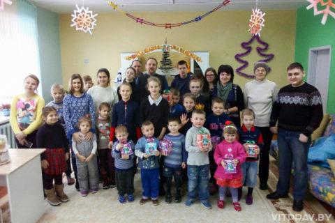 Прихожане храма Святой Живоначальной Троицы города Городка посетили социально-педагогический центр Городокского района