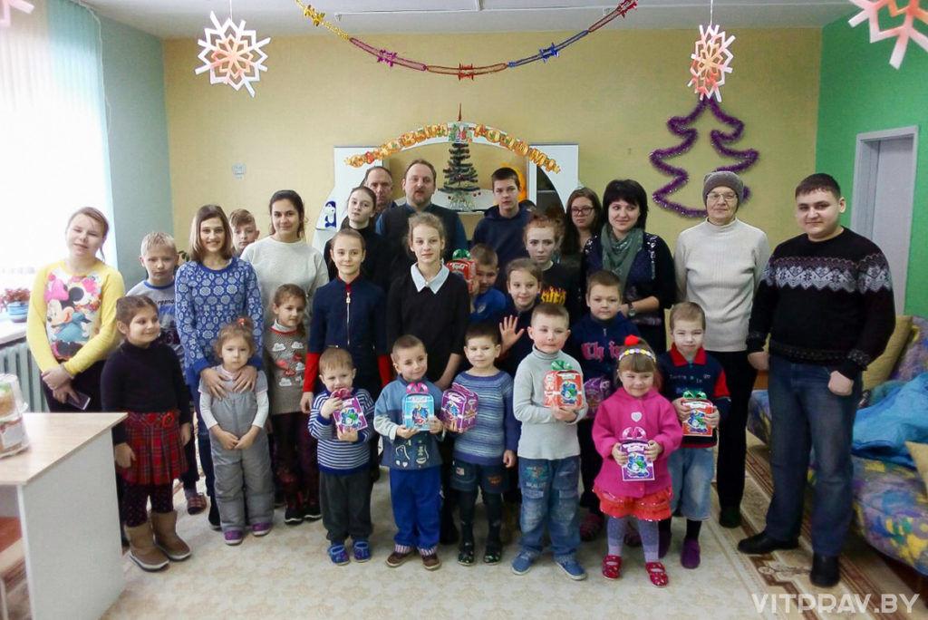 Прихожане храма Святой Живоначальной Троицы посетили социально-педагогический центр Городокского района