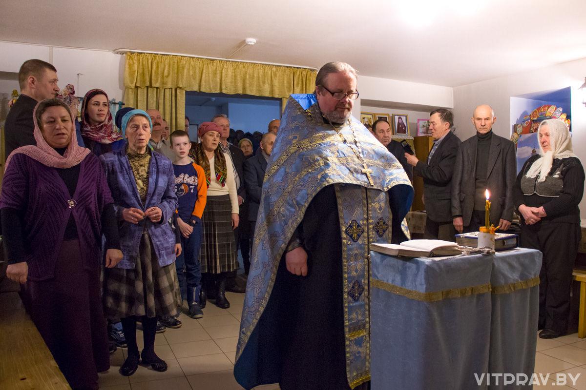 Накануне праздника Сретения Господня витебские пчеловоды изготовили «братскую свечу» в храме иконы Божией Матери «Целительница»