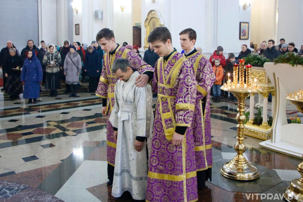 Архиепископ Димитрий совершил Божественную литургию в Свято-Успенском кафедральном соборе города Витебска
