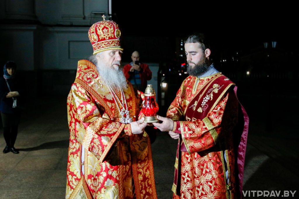 В праздник Светлого Христова Воскресения архиепископ Димитрий совершил Пасхальное богослужение в Свято-Успенском кафедральном соборе Витебска