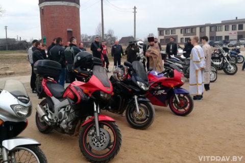 Протоиерей Сергий Лешкеич встретился с мотоциклистами Лепеля на открытии мотосезона