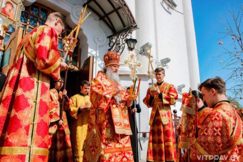 В понедельник Светлой седмицы архиепископ Димитрий совершил Литургию в Воскресенском храме