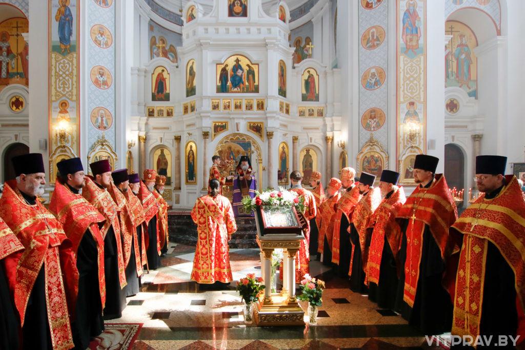 Архиепископ Димитрий и городское духовенство совершили Пасхальный молебен в Свято-Успенском кафедральном соборе Витебска