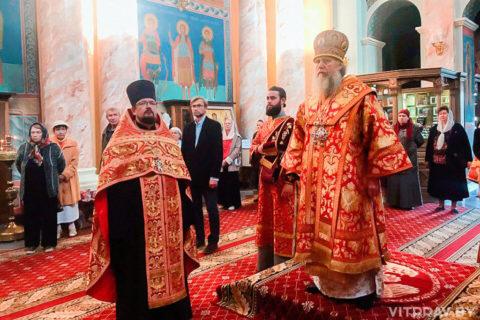 Архиепископ Димитрий совершил Пасхальную вечерню в храме Воскресения Христова