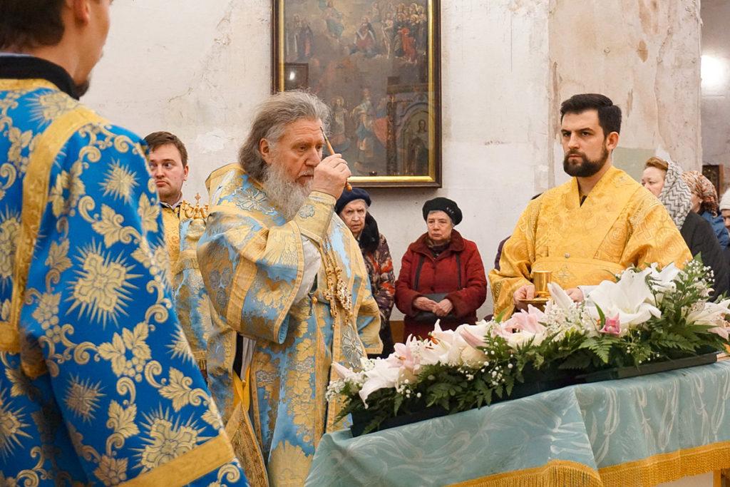 В канун праздника Благовещения Пресвятой Богородицы архиепископ Димитрий совершил всенощное бдение в храме святой великомученицы Ирины