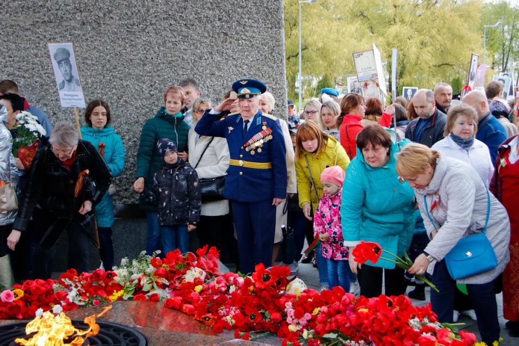 В 74-ю годовщину Победы представители духовенства Витебской епархии во главе с архиепископом Димитрием возложили цветы к монументу в честь советских воинов, партизан и подпольщиков Витебщины