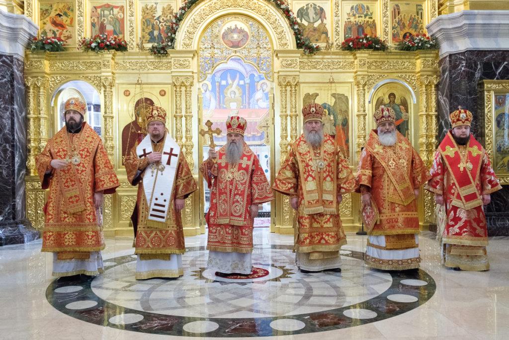 Архиепископ Димитрий принял участие в Божественной литургии в Новодевичьем монастыре Санкт-Петербурга