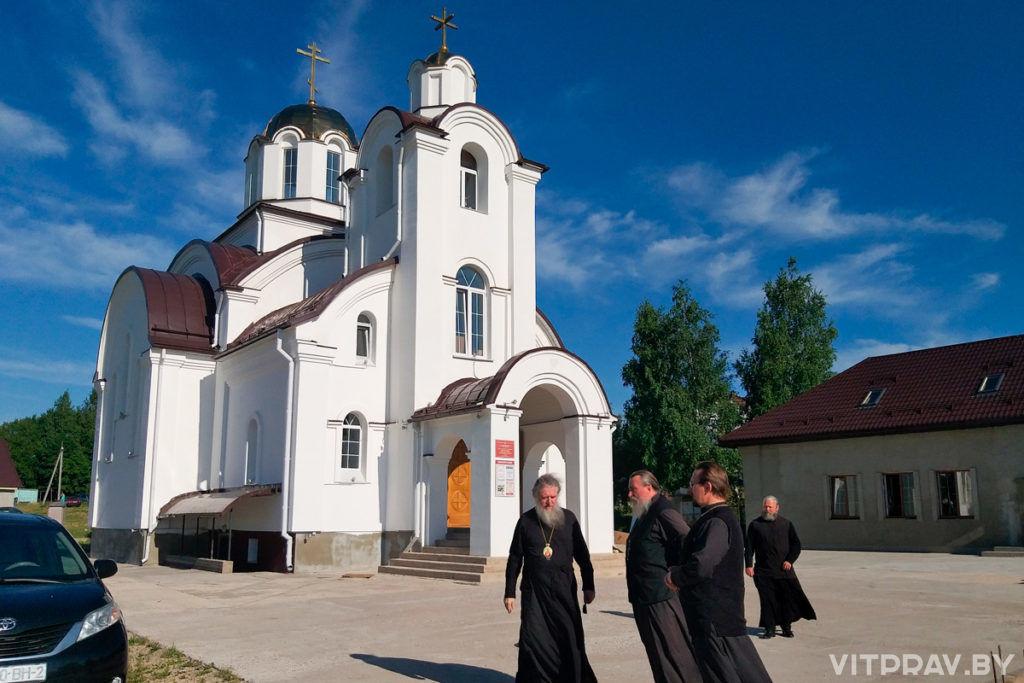 Архиепископ Димитрий посетил строящийся храм в посёлке Тарный и православный лагерь в деревне Ходцы