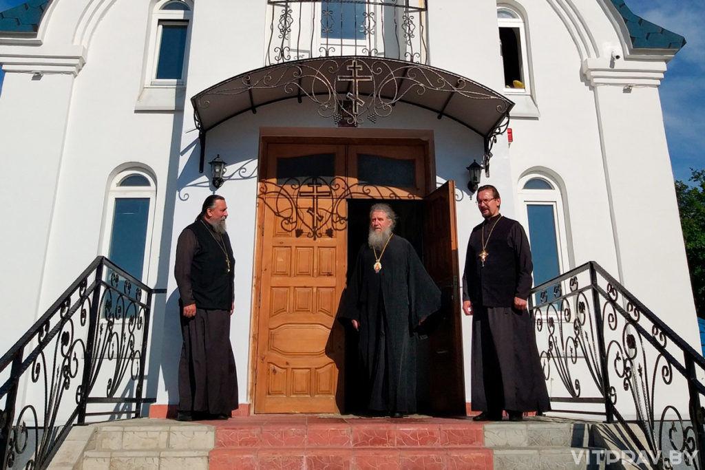 Архиепископ Димитрий посетил место строительства храма святого Архистратига Михаила и действующие городские храмы