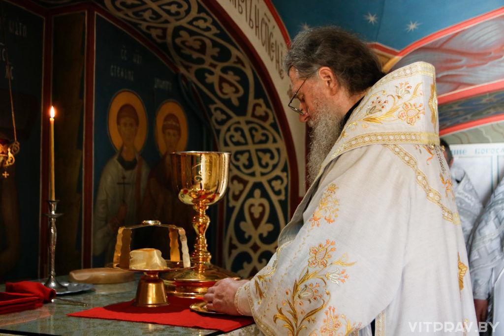 Архиепископ Димитрий совершил Божественную литургию в Свято-Покровском соборе города ВитебскаАрхиепископ Димитрий совершил Божественную литургию в Свято-Покровском соборе города Витебска