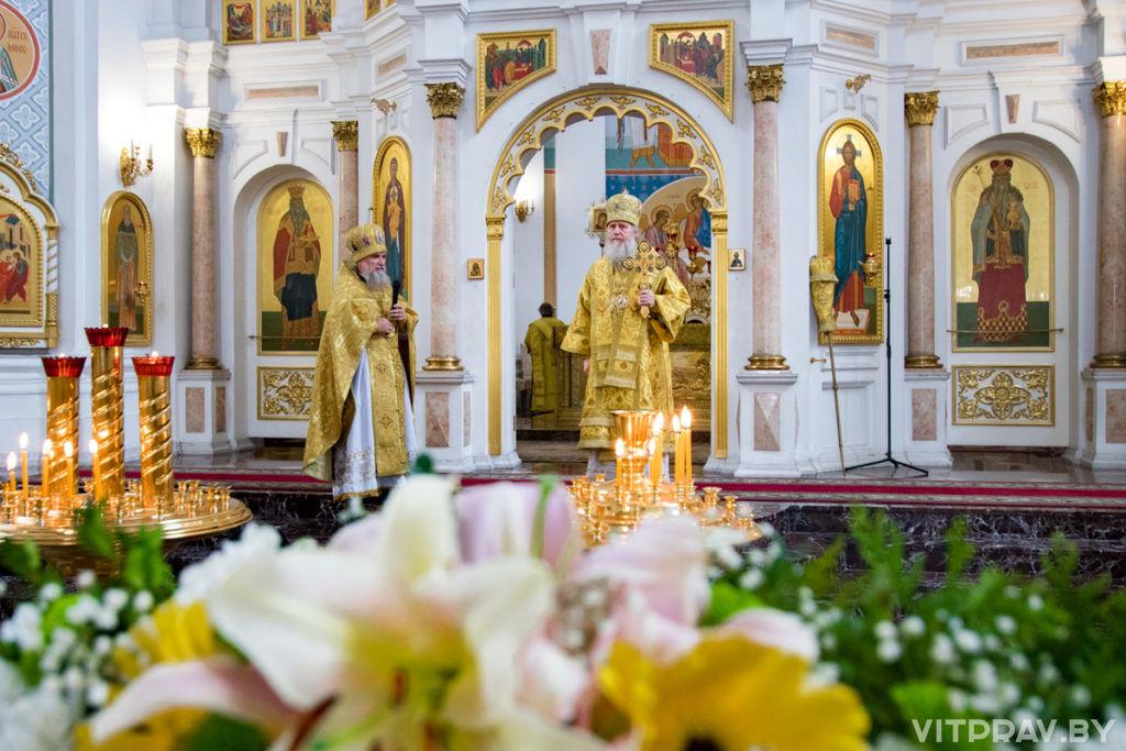 В 30-ю годовщину своей архиерейской хиротонии архиепископ Димитрий совершил Литургию в Свято-Успенском соборе города Витебска