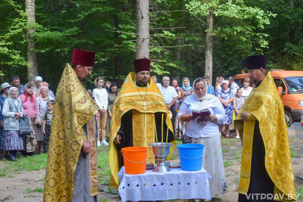 """В Лепельском благочинии было совершено освящение восстановленной купели и часовни на источнике Пресвятой Богородицы """"Три ключа»"""