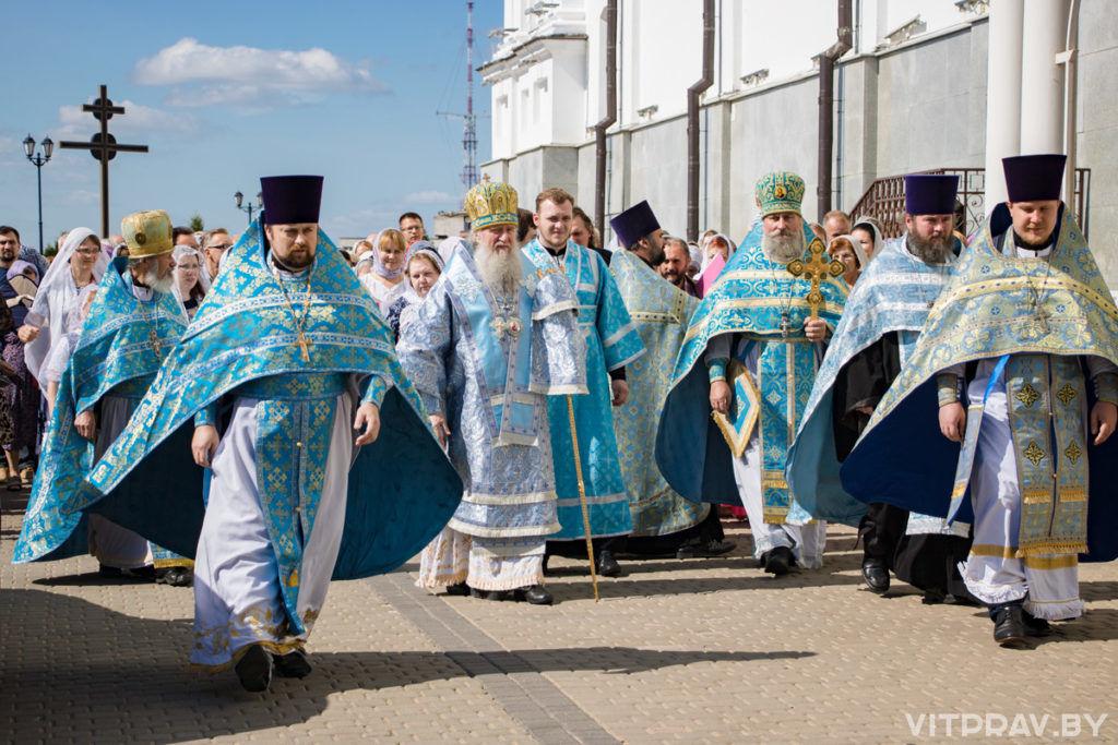 Архиепископ Димитрий возглавил престольные торжества в Свято-Успенском соборе города Витебска