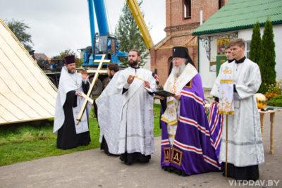 Колокольню храма святителя Василия Великого в микрорайоне Билево увенчали куполом и крестом