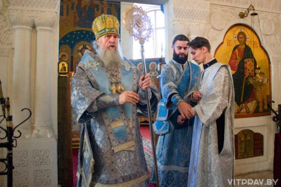 Архиепископ Димитрий совершил Божественную литургию в Свято-Покровском соборе города Витебска