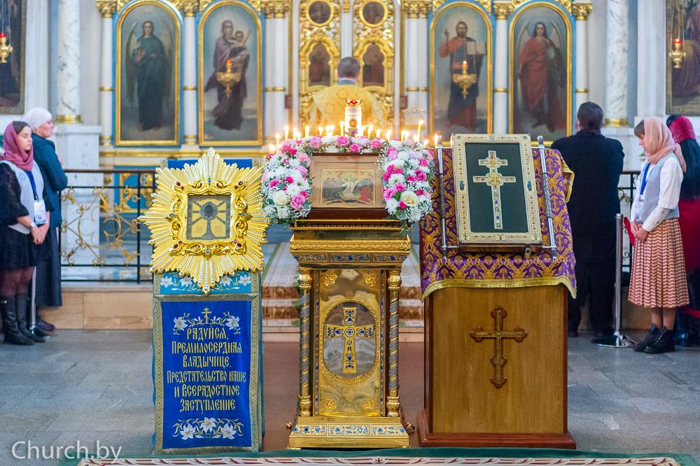 Архиепископ Димитрий сослужил митрополиту Минскому и Заславскому Павлу в Свято-Духовом кафедральном соборе города Минска
