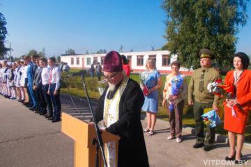 Благочинный Чашникского округа принял участие в торжественной линейке в средней школе №1