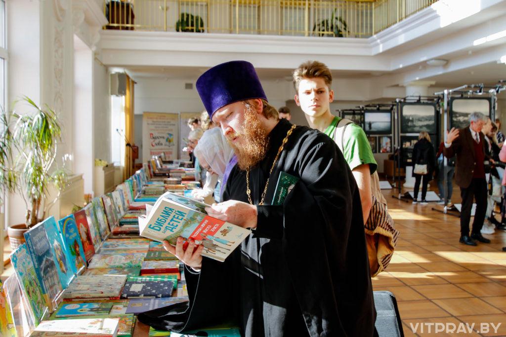Представители Витебской духовной семинарии посетили открытие православной книжной выставки-форума «Радость Слова»