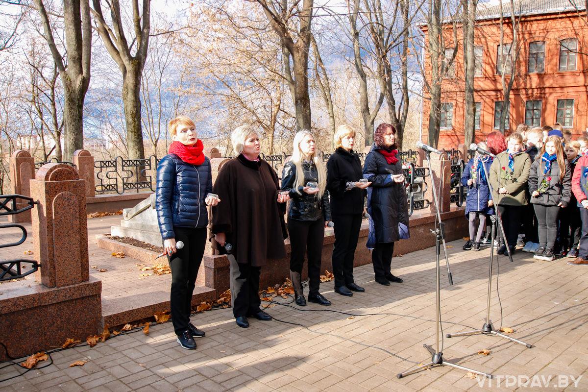 В честь 75-летия освобождения Беларуси от немецко-фашистских захватчиков состоялось возложение веков и цветов к могилам погибших героев