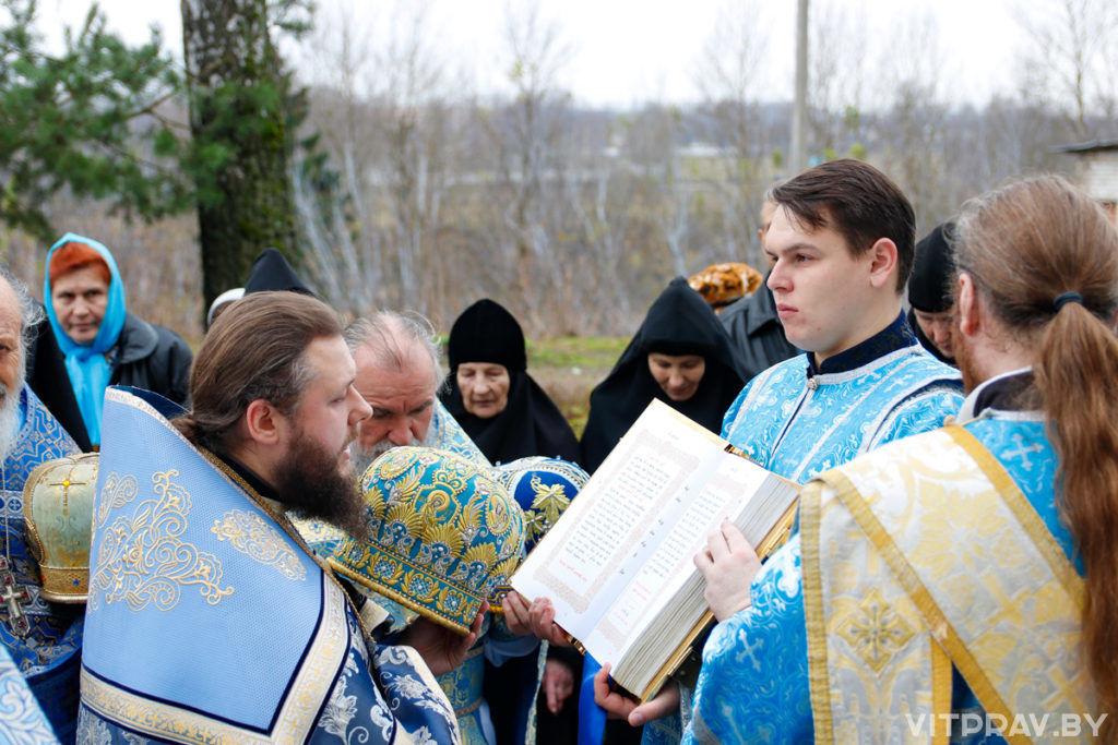 В праздник Казанской иконы Божией Матери архиепископ Димитрий совершил Литургию в одноименном храме Свято-троицкого Маркова мужского монастыря