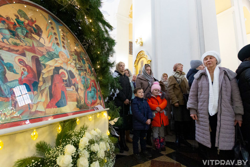 Архиепископ Димитрий совершил ежегодный Рождественский молебен в Свято-Успенском соборе