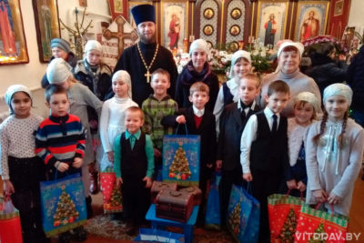Воспитанники воскресной школы храма Преображения Господня города Барани показали Рождественское представление