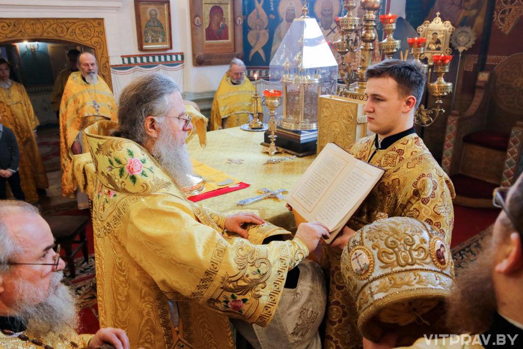 В Неделю 29-ю по Пятидесятнице архиепископ Димитрий совершил Божественную литургию в Свято-покровском соборе города Витебска