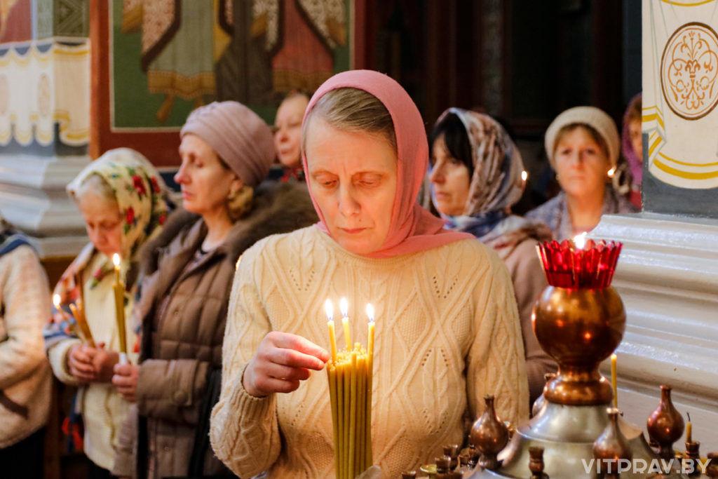 В праздник Сретения Господня архиепископ Димитрий совершил Литургию в Покровском соборе города Витебска