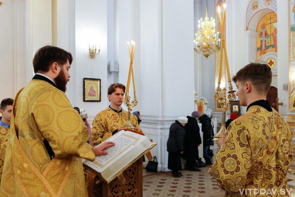 В Неделю сыропустную архиепископ Витебский и Оршанский Димитрий совершил Литургию в Свято-Успенском кафедральном соборе