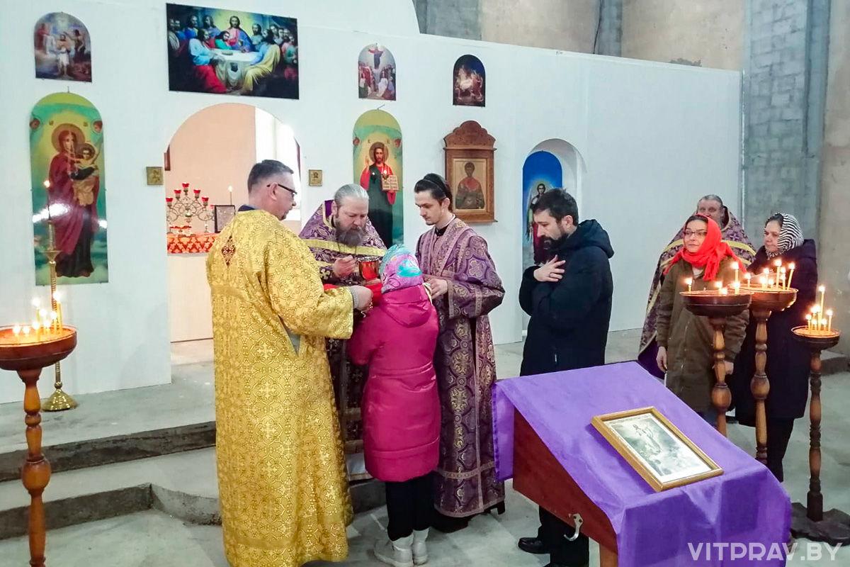 В храме святого великомученика Димитрия Солунского города Витебска была совершена первая Божественная литургия