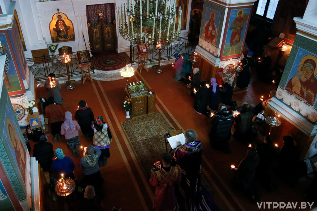 Архиепископ Димитрий совершил великое повечерие с чтением Великого канона преподобного Андрея Критского в Свято-Покровском соборе