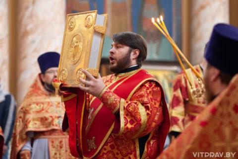В понедельник Светлой седмицы архиепископ Димитрий совершил Литургию в храме Воскресения Христова города Витебска