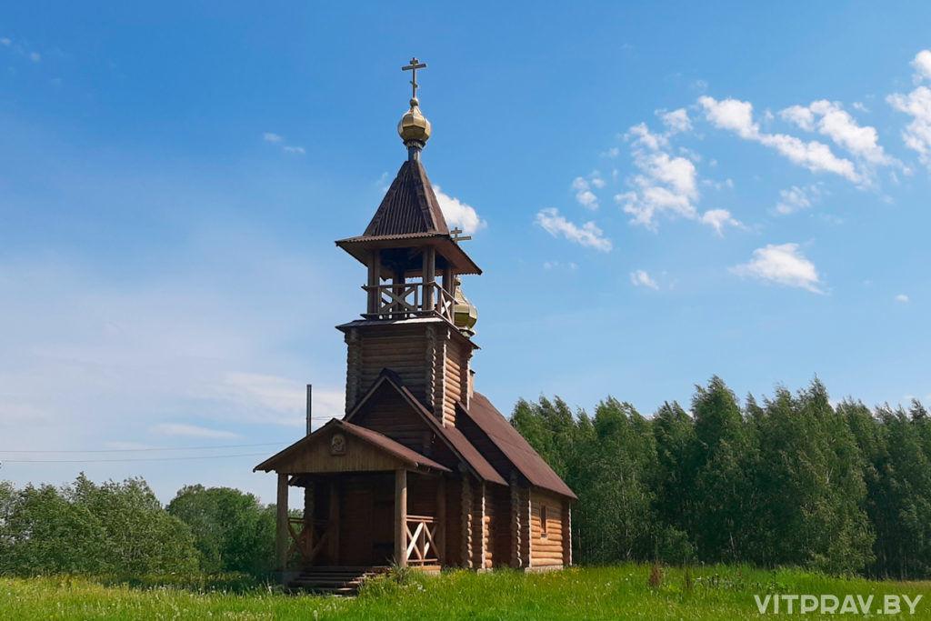 В день Святого Духа секретарь епархии совершил богослужение в храме святых апостолов Петра и Павла в деревне Село