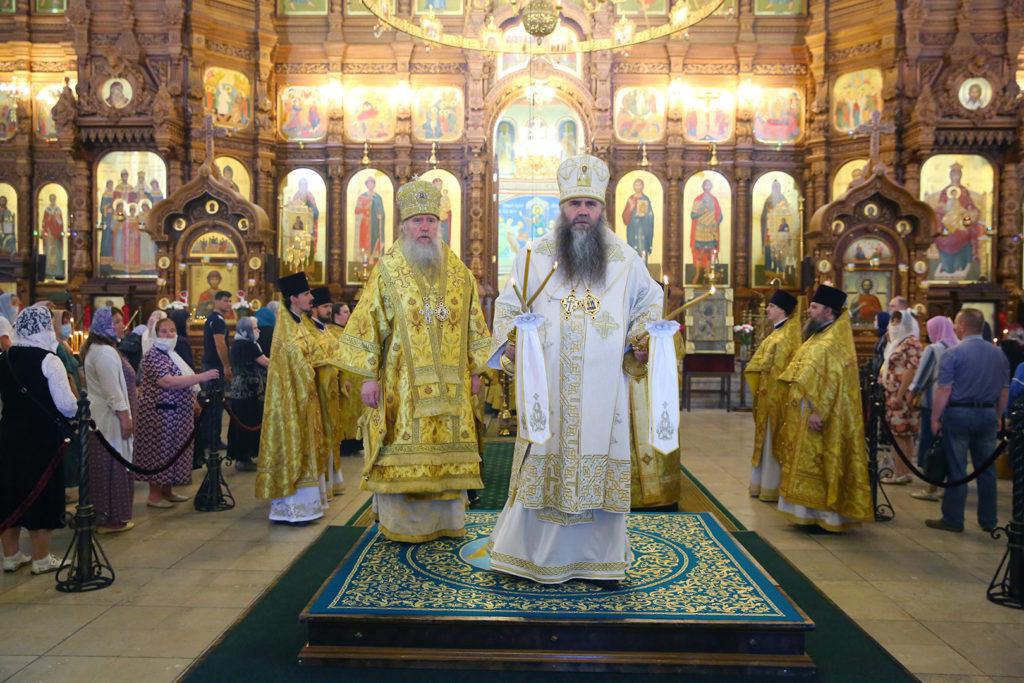 В день памяти святых первоверховных апостолов Петра и Павла архиепископ Димитрий сослужил митрополиту Нижегородскому и Арзамасскому Георгию