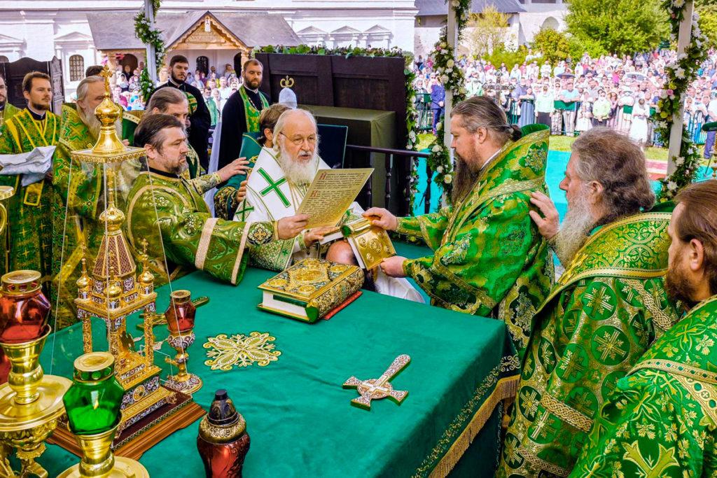 Архиепископ Димитрий сослужил Святейшему Патриарху Кириллу в Саввино-Сторожевском монастыре