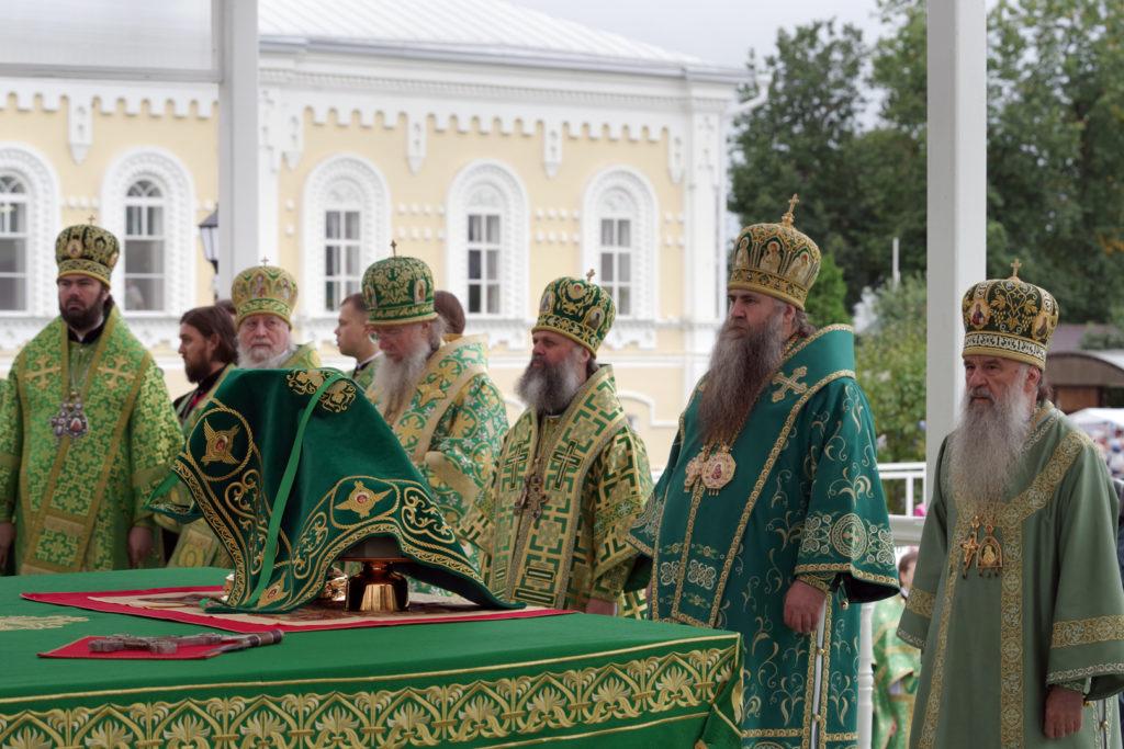 Архиепископ Димитрий принял участие в дне празднования памяти преподобного Серафима Саровского в Свято-Троицком Серафимо-Дивеевском монастыре