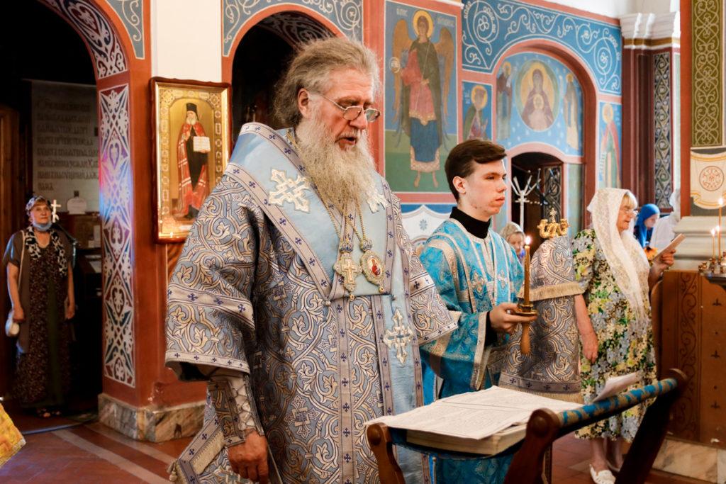 В канун дня памяти Смоленской иконы Божией Матери архиепископ Димитрий совершил всенощное бдение в Свято-Покровском соборе города Витебска