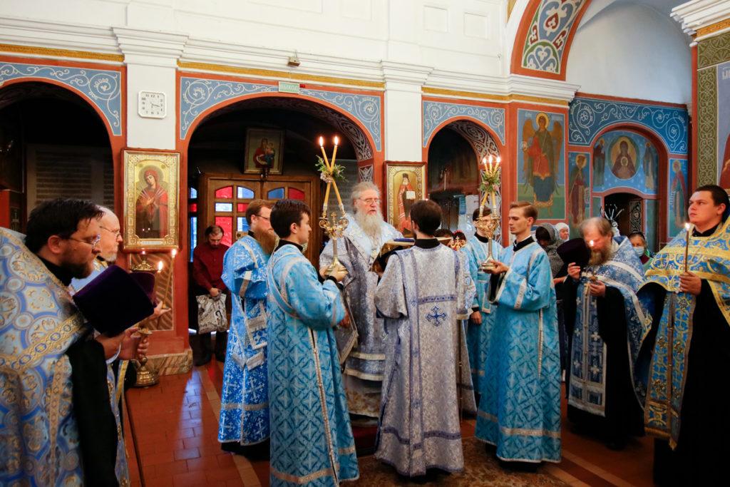 В канун Недели 12-ой по Пятидесятнице архиепископ Димитрий совершил всенощное бдение в Свято-Покровском соборе города Витебска