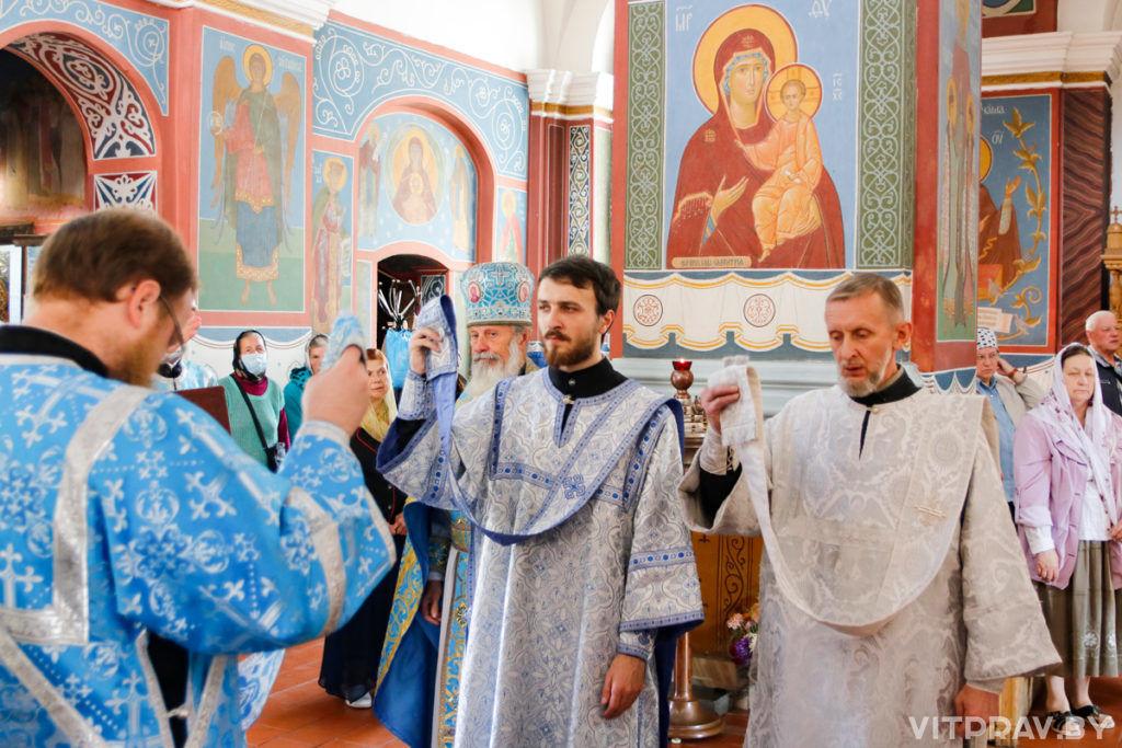 В Неделю 12-ю по Пятидесятнице архиепископ Димитрий совершил Литургию в Свято-Покровском соборе города Витебска