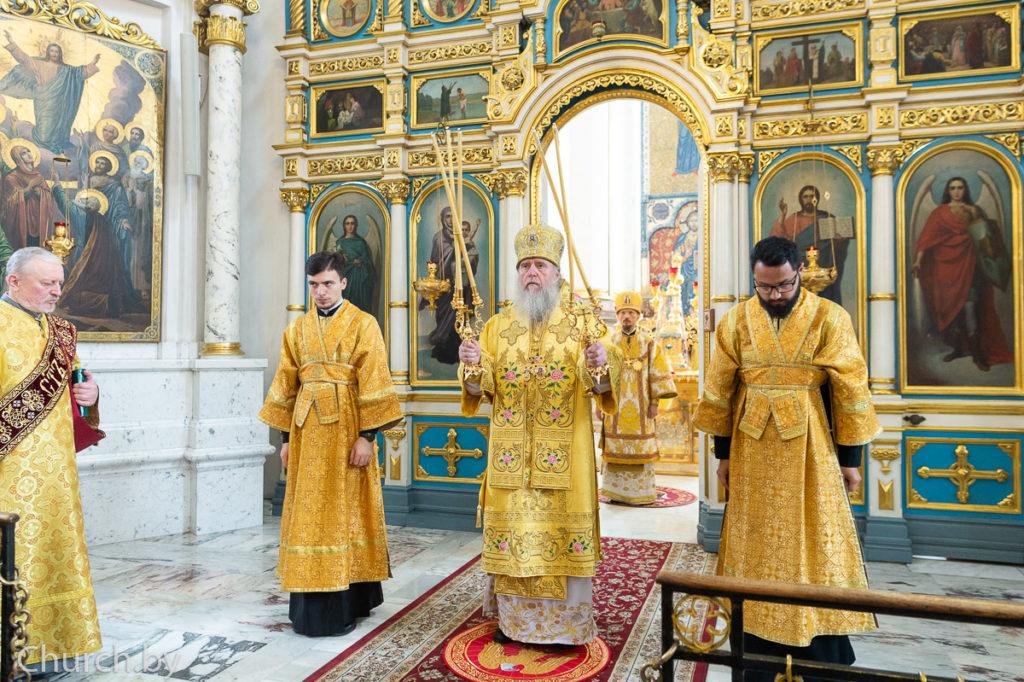 Архиепископ Димитрий сослужил митрополиту Вениамину во время соборной архиерейской Литургии в Свято-Духовом кафедральном соборе города Минска