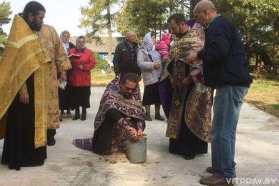 В Добромыслях заложили капсулу с грамотой в основание строящегося храма