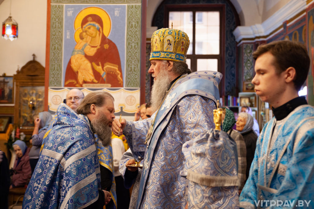 Архиепископ Димитрий совершил вечернее богослужение с чином Погребения Пресвятой Богородицы в Свято-Покровском соборе Витебска