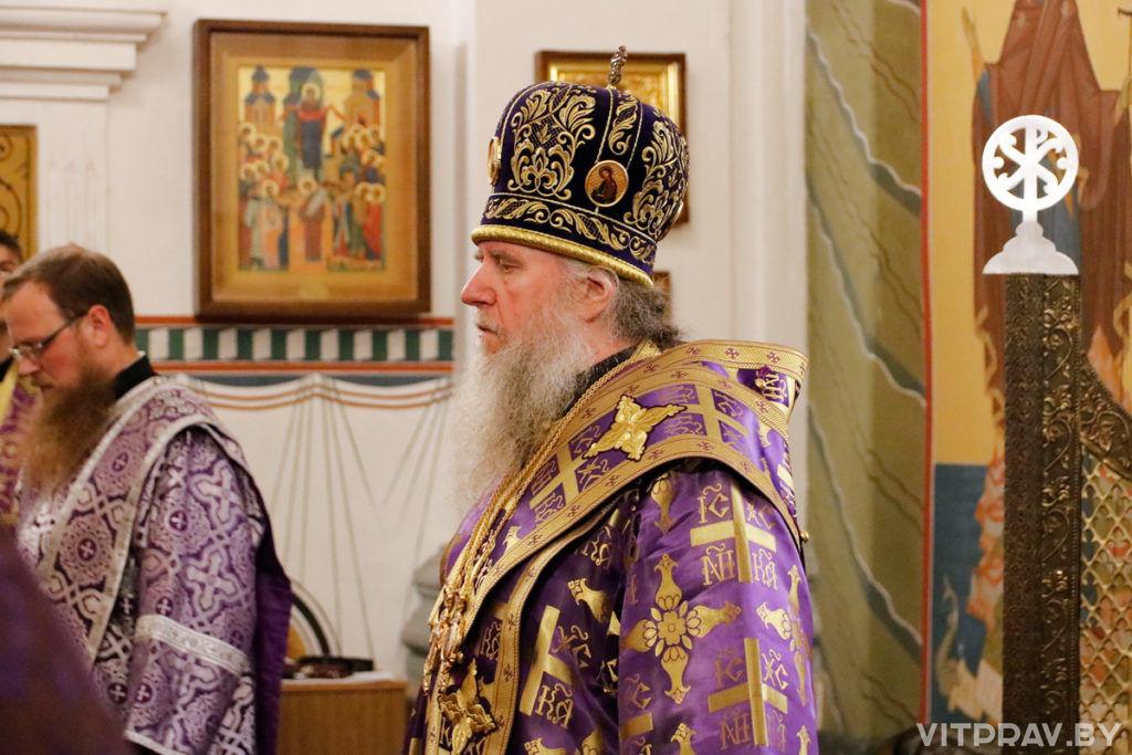 В канун Крестовоздвижения архиепископ Димитрий совершил всенощное бдение в Свято-Покровском соборе города Витебска