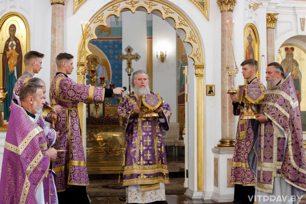 В праздник Крестовоздвижения архиепископ Димитрий совершил Литургию в Свято-Успенском кафедральном соборе города Витебска
