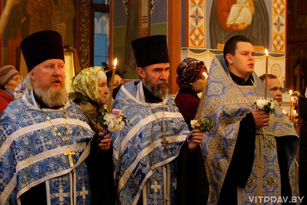 В канун праздника Покрова Пресвятой Богородицы архиепископ Димитрий совершил всенощное бдение в одноименном соборе города Витебска