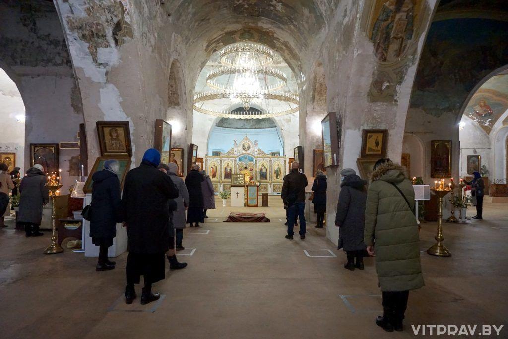 В праздник Введения во храм Пресвятой Богородицы архиепископ Димитрий совершил богослужение в храме святой великомученицы Ирины города Москвы