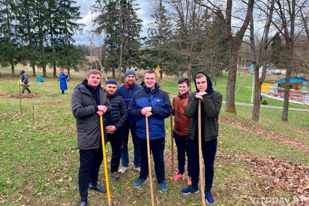 Духовенство и верующие приняли участие в благоустройстве территории детского православного оздоровительного лагеря