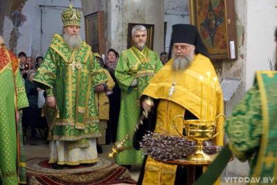 В канун праздника Входа Господня в Иерусалим архиепископ Димитрий совершил всенощное бдение в храме святой великомученицы Ирины