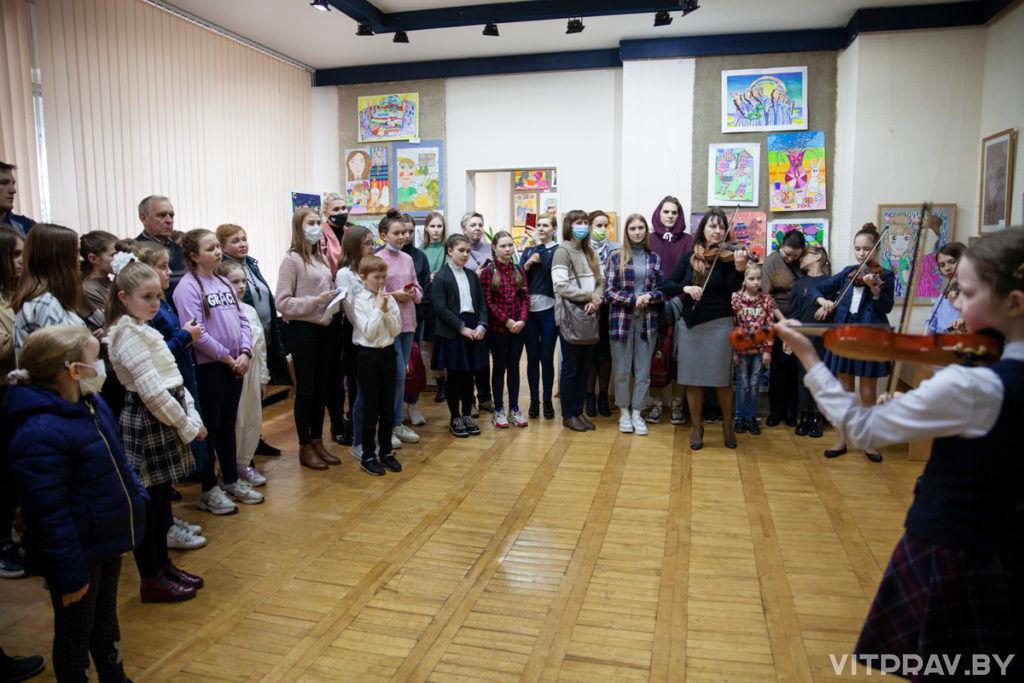 В Витебске торжественно открылась выставка-конкурс детского творчества «Родные напевы»